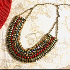 Statement necklace boutique jewelry- new